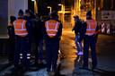 De politie contoleert vluchtelingen aan de grens in Adinkerke (De Panne).