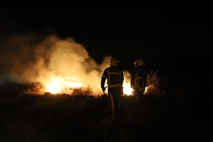 Twee heidebranden ontstonden vannacht vermoedelijk ten gevolge van brandstichting.