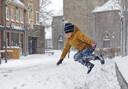 De hevige sneeuwval zorgde ook voor veel lol, zoals hier in Schijndel.