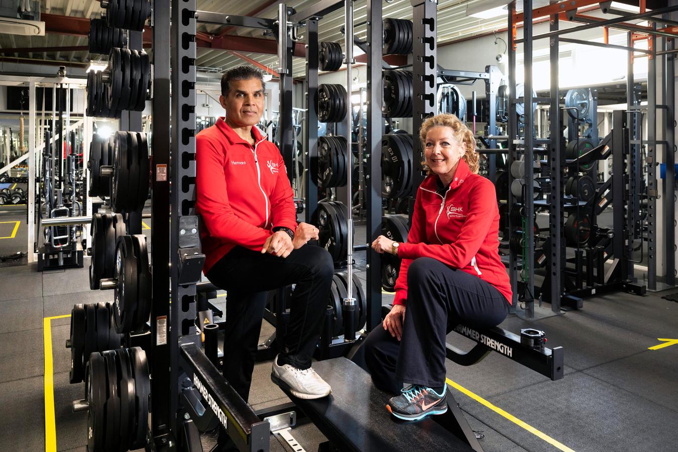 Hemant en Carmen Baboelal in hun sportschool.