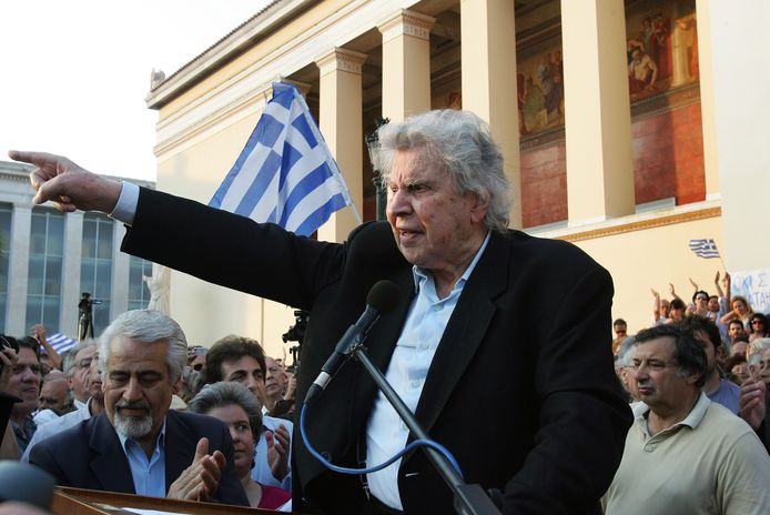 Mikis Theodorakis aan het woord in 2011, tijdens een protestbeweging tegen de financiële crisis die Griekenland op dat moment teisterde.