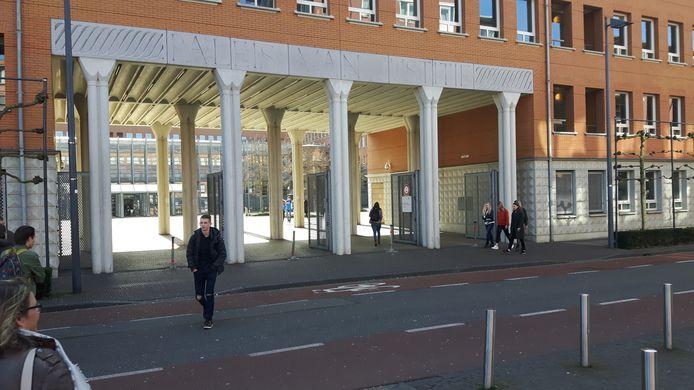 De ingang van het Paleis van Justitie in Den Bosch