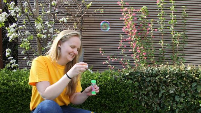 """Laura (22) maakt speelboxen op maat voor kinderfeestjes: """"Nu is het mijn beurt om andere kinderen onvergetelijke momenten te bezorgen"""""""
