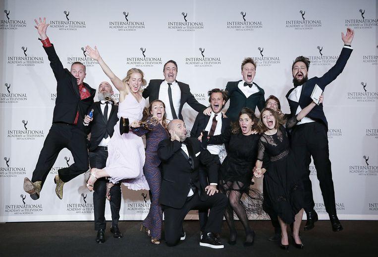 De hele ploeg van 'Hoe Zal Ik Het Zeggen?' bij de uitreiking van de International Emmy Awards in New York. Beeld Photo News