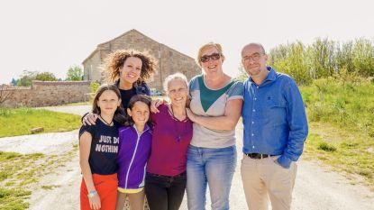Radiozender Joe herenigt boezemvriendinnen in Spanje
