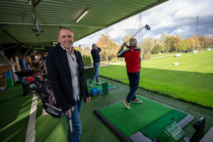 (C) Roel Dijkstra Fotografie/ foto: Marc Heeman  Rotterdam, Het is druk op de golfbanen in Rotterdam en omgeving. Eigenaar Robin Bravenboer