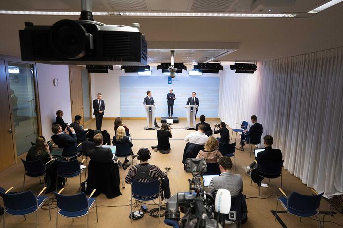 Premier Mark Rutte en minister Hugo de Jonge (Volksgezondheid, Welzijn en Sport) geven een toelichting op de coronamaatregelen in Nederland. ANP BART MAAT