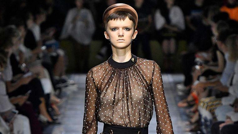 Prada Ready to Wear lente/zomercollectie tijdens een modeshow op de Milan Fashion Week in 2018 Beeld Victor Virgile