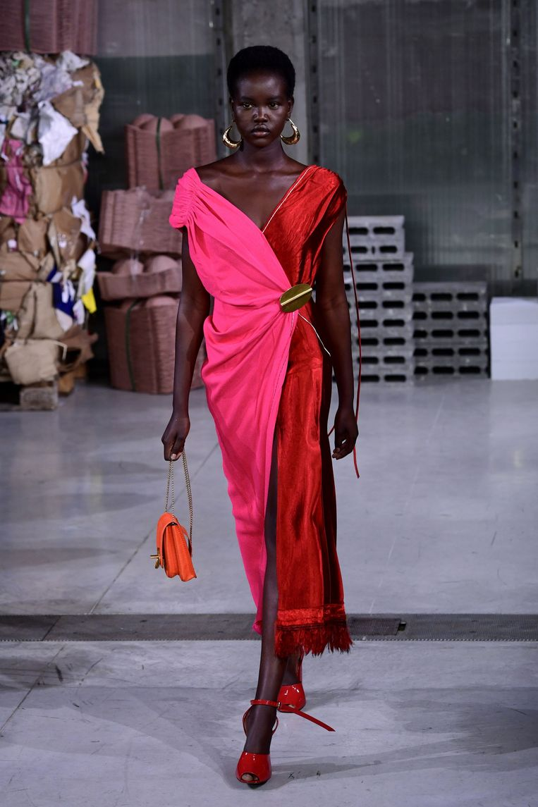 'Ik vind niet alles wat momenteel gemaakt wordt lelijk hoor. Marni, dat vind ik een geslaagd modewerk.' Beeld AFP