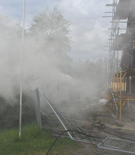Veel rook bij brand in bouwkeetje in Vriezenveen