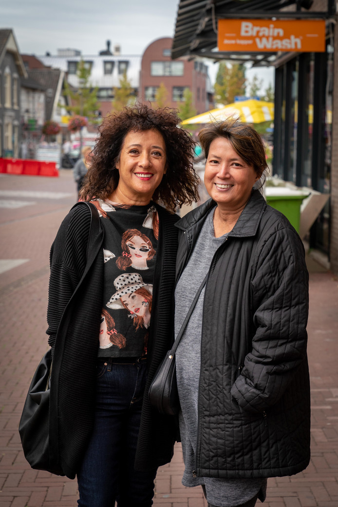 Grace Maas & Jane Symons shoppen in Elst.
