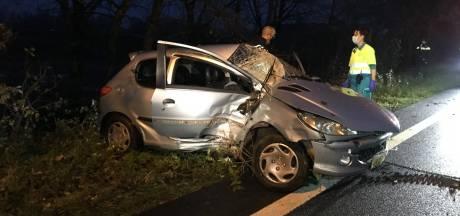 Drie gewonden bij eenzijdig ongeval in Deest