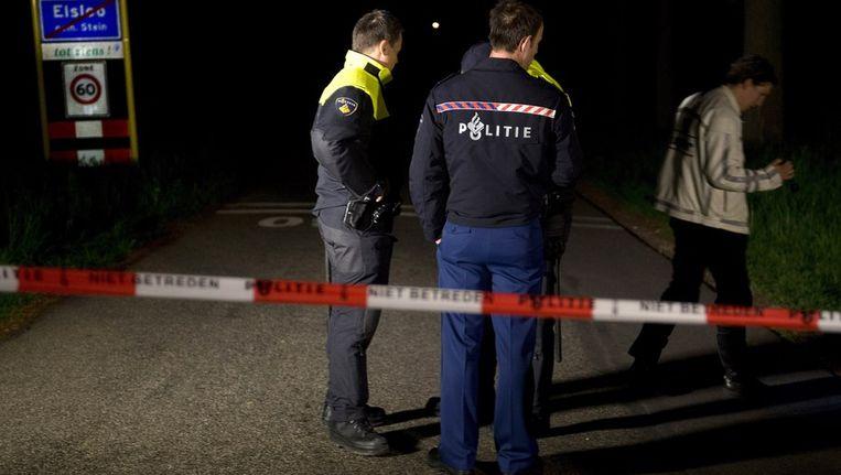 Politieagenten aan de rand van het Bunderbos. Beeld anp