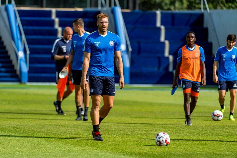 Laurent Depoitre traint al mee in Oostakker. Beeld Photo News