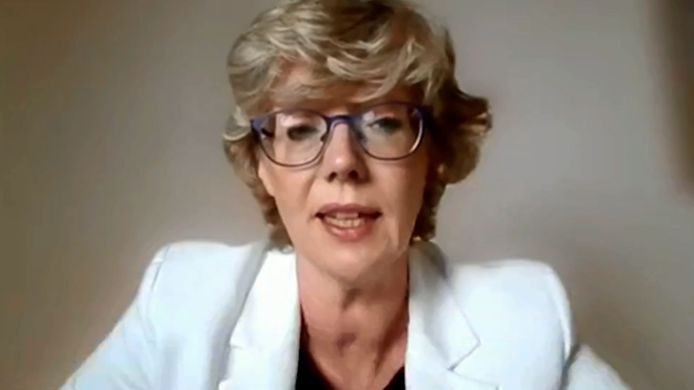 Burgemeester Veerle Heeren (CD&V), begin mei tijdens de online gemeenteraad. Ze kondigde aan tijdelijk een stap opzij te zetten na de commotie over haar vaccinvoorrang.