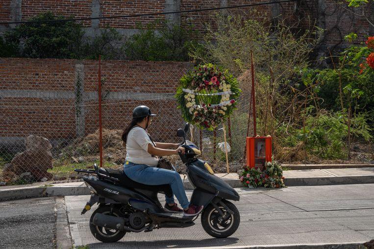 Op de plek waar Alma Barragán werd vermoord, is een herdenkingsmonumentje opgericht. Beeld Alejandro Cegarra