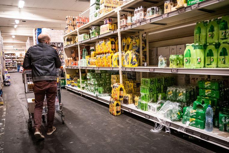 Met frisdrankproducent Coca-Cola voert Colruyt nog onderhandelingen. Niet alle producten van het bedrijf zijn bij de retailer beschikbaar. Beeld © Bart Leye