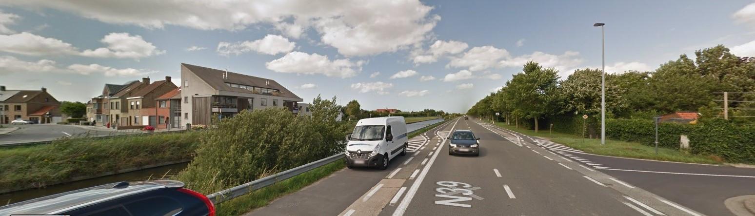 Over het kanaal, bij de Voetbal- en Rozendalstraat, komt een nieuwe brug voor fietsers en voetgangers