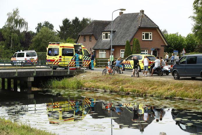 Hulpverleners op de plek van het ongeval.