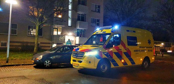Aan de Griegstraat in Hengelo is dinsdagavond een woning overvallen. De hulpdiensten zijn ter plaatse.