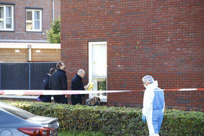 De recherche stelt sporen veilig bij een woning in de Van Disselstraat in Stadshagen.
