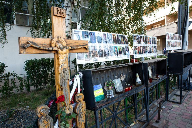 Boekarest, het monument voor de slachtoffers van de brand in de voormalige nachtclub Colectiv. Beeld Julius Schrank / de Volkskrant