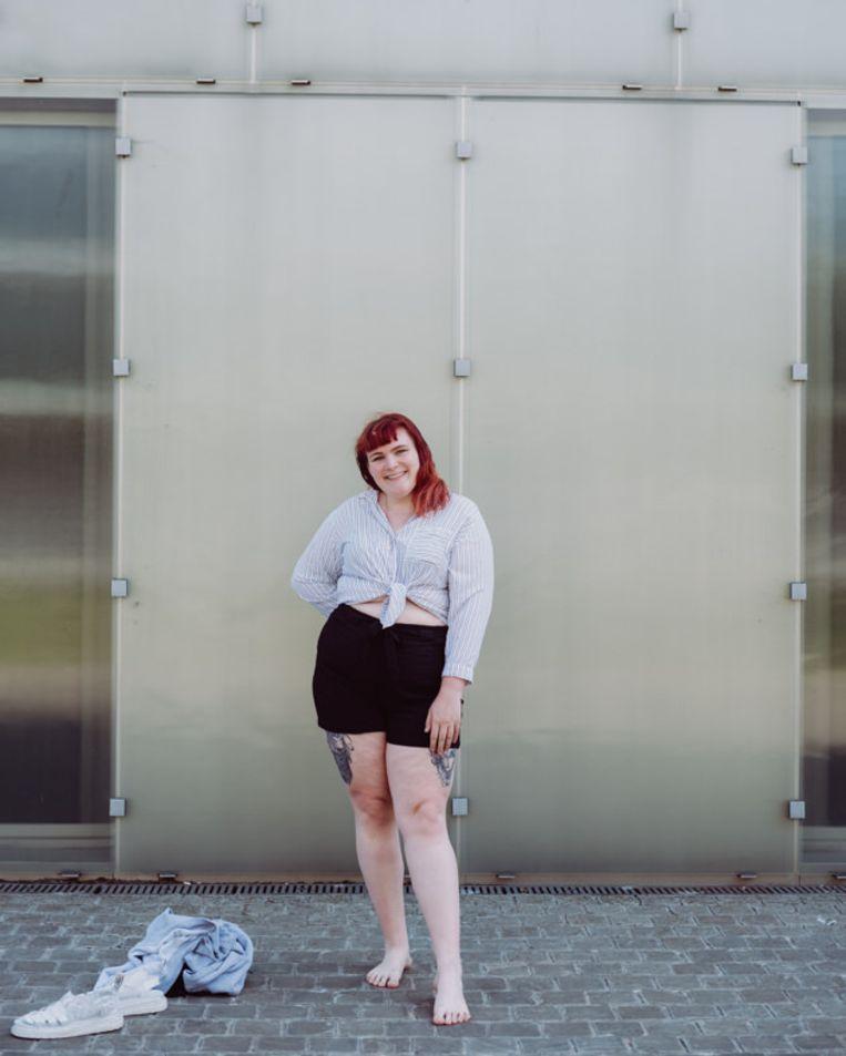 Marijne: 'Ik draag cropped tops,  ja, ook al zou ik dat als dikke vrouw zogezegd niet mogen.' Beeld Wouter Maeckelberghe
