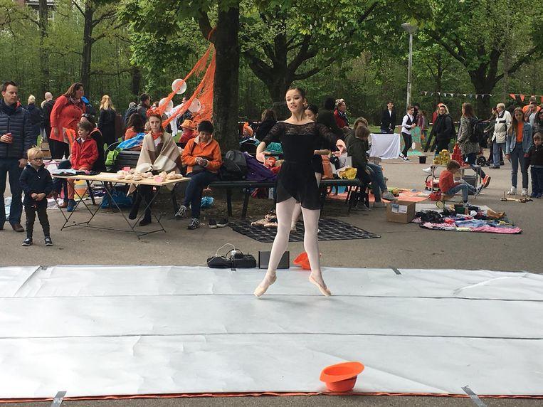 Ook voor een balletuitvoering kun je in het Vondelpark terecht Beeld Melle Bos