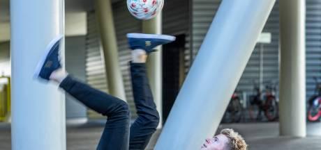 Guido (27) verdient zijn geld met het hooghouden van een bal: 'Voor mij is het echt kunst'