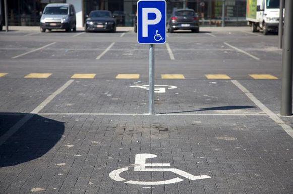 Parkeerplaats voor mensen met een beperking.