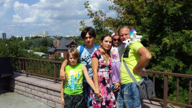 Moeder begrijpt niet dat haar zoons Maksim en Denis Oekraïne niet uit mogen