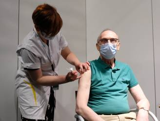 """Liers burgemeester Frank Boogaerts krijgt zijn eerste coronaprik: """"Vaccin is nodig om virus onder de knoet te krijgen"""""""