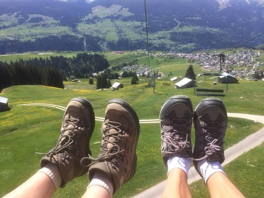Wandelen in Zwitserland, maar wel met de lift omlaag.