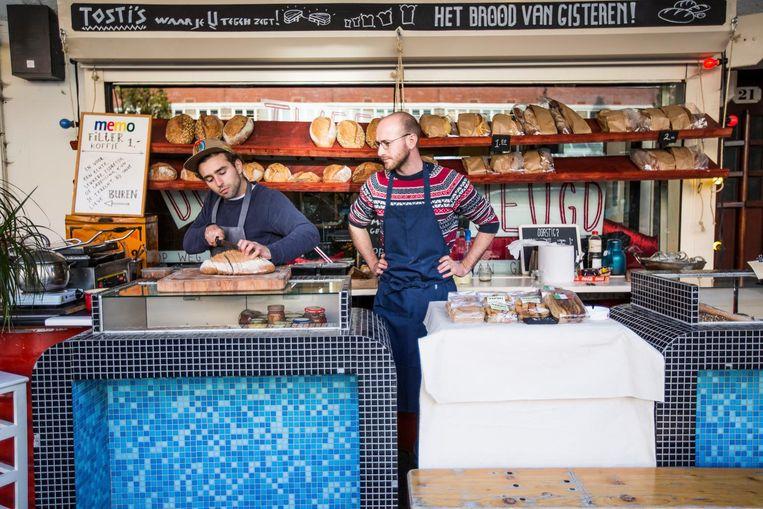 De Tweede Jeugd in West zat op de Jan Evertsenstraat maar nu kun je knapperige broodjes eten op de Ms. van Riemsdijkweg. Beeld Eva Plevier