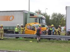 A50 weer vrijgegeven na ernstig ongeval: bestuurder bestelbus naar ziekenhuis, vrachtwagenchauffeur aangehouden