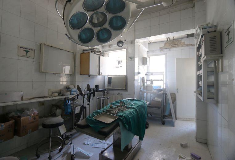 Een beschadigde ruimte van een veldhospitaal in de buurt van Aleppo na luchtaanvallen. Beeld REUTERS