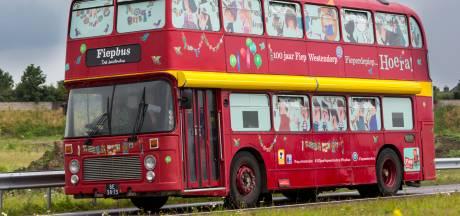 Grote rode Fiepbus bij opening bibliotheek in Schijndel