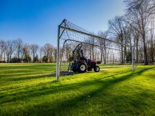KNVB voert met duizend voetbalshirts actie op Malieveld: 'Stil in amateurvoetbal'