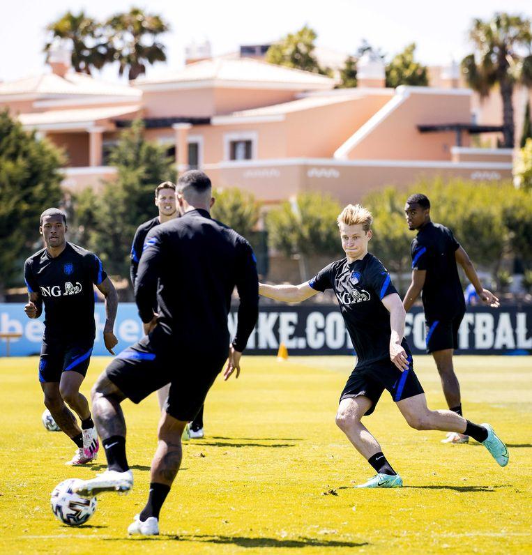 Een trainingssessie van het Nederlands elftal op het Cascade Resort in Lagos, Portugal.  Beeld ANP