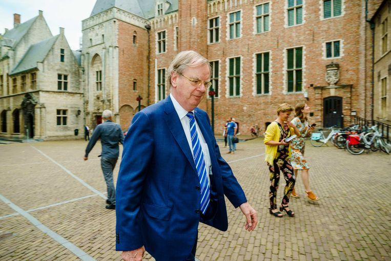 Speciaal gezant Bernard Wientjes komt vrijdag aan bij het provinciehuis in Middelburg. Regeringsleden en het Zeeuwse provinciebestuur overleggen over een compensatie voor de provincie na het mislopen van de marinierskazerne.  Beeld Marco de Swart /  ANP