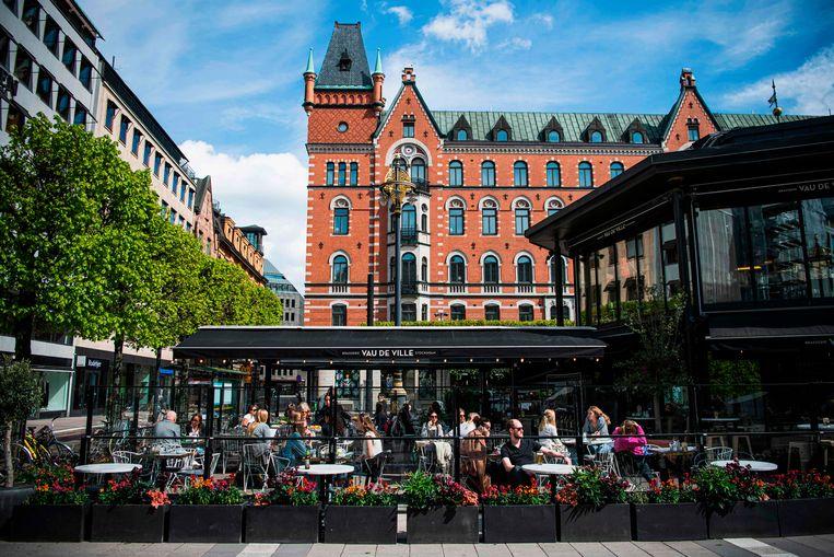De restaurants en cafés zijn in Zweden altijd opengebleven. Beeld AFP