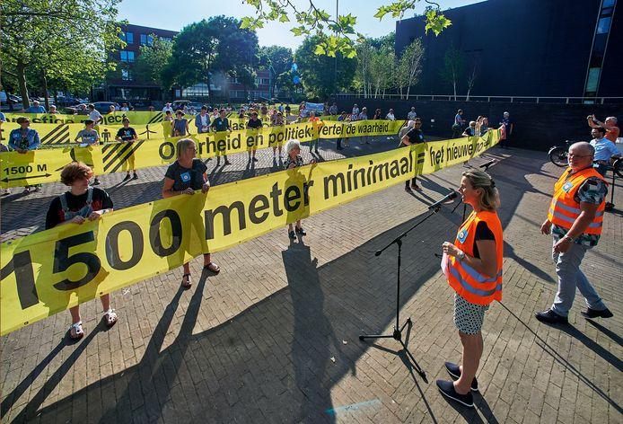 """Demonstratie bij gemeentehuis Oss door actiegroep """"Behoud Lithse Polder""""."""
