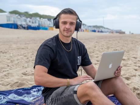 Roan (23) uit Goes draait op de grootste feesten van de Costa Brava: 'Het komt niet zomaar aanwaaien'