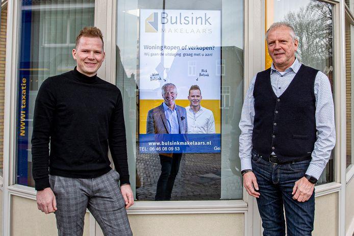 Makelaars Wim en zoon Nick Bulsink zien het huizenaanbod in Holten drastisch slinken.