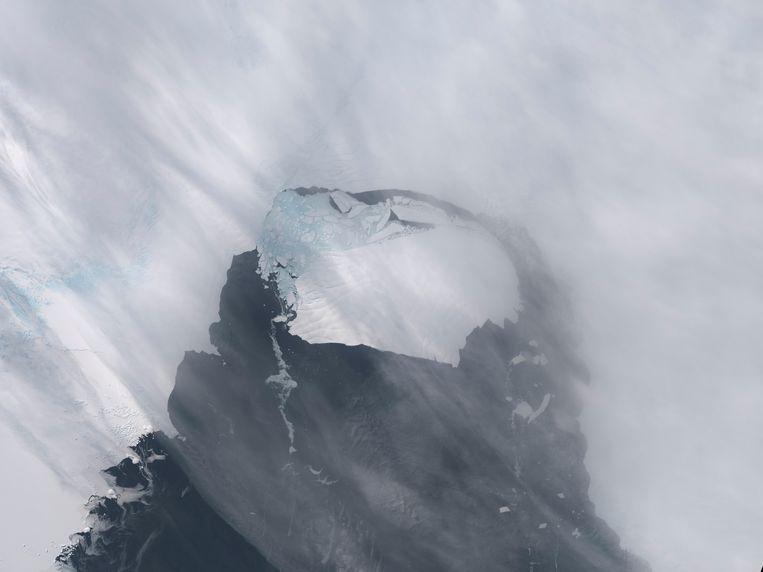 Beeld van de Amerikaanse ruimtevaartorganisatie NASA van de Pine Island gletsjer nadat een stuk van de gletsjer afbrak. Beeld Reuters