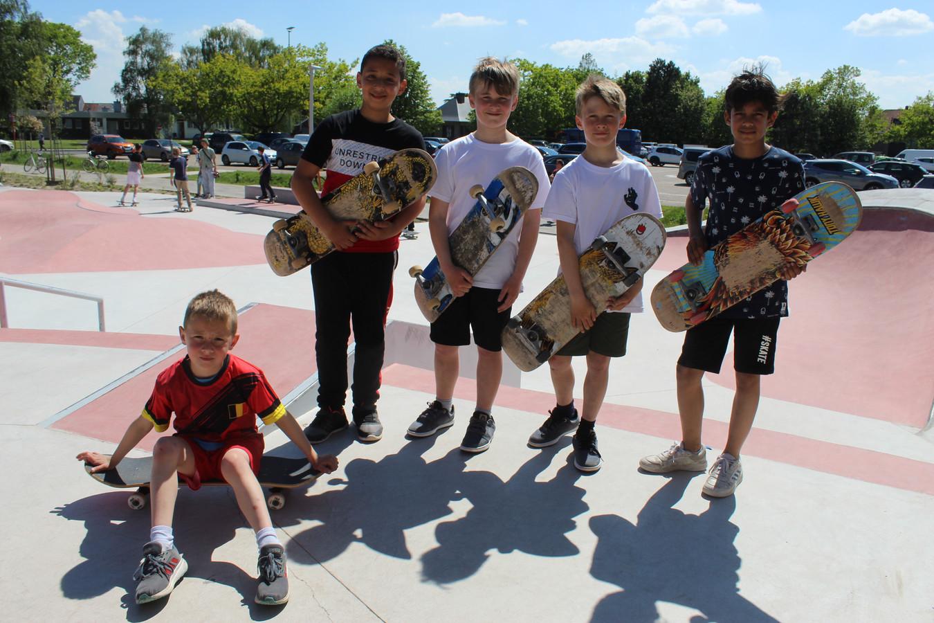 Zaterdagnamiddag zaten er vooral jongere skaters in Eeklo. Tegen de avond komen de wat oudere skaters.