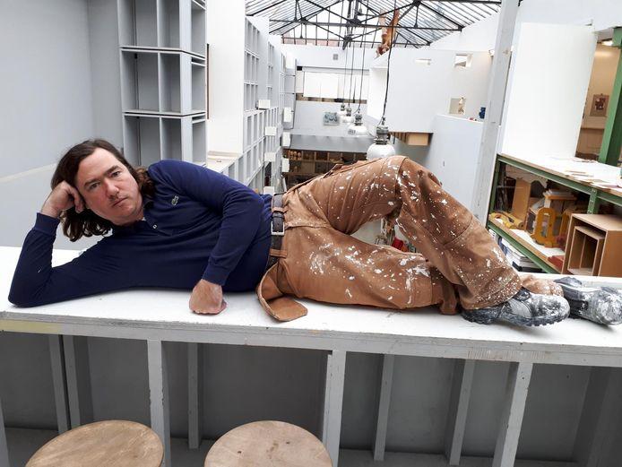 Kunstenaar Jan De Cock in zijn atelier.
