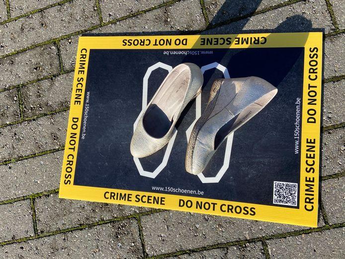 De schoenen op de 'crime scene' symboliseren visueel het partnergeweld
