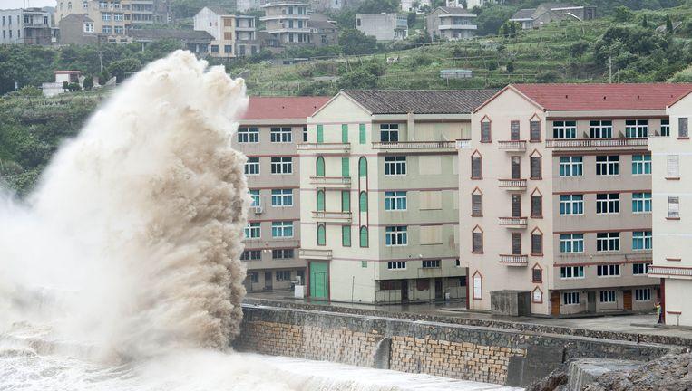 Op sommige plaatsen waren de golven tot tien meter hoog. Beeld AFP