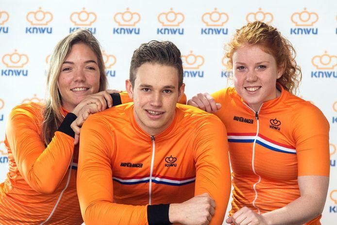De Brabantse connectie op het WK baanwielrennen in Apeldoorn met van links naar rechts Shanne Braspennincx, Harrie Lavreysen, Hetty van de Wouw.